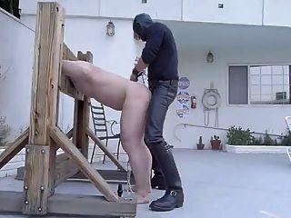 azotar y joder esclavo en la empalizada