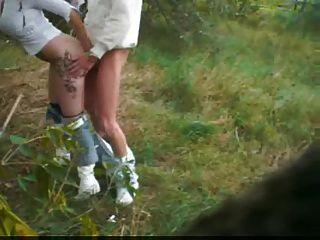 mamada al aire libre con la pareja exhibicionista alemana