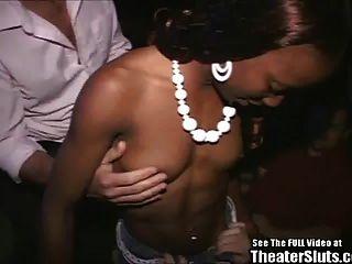 ¡polluelo negro deportivo devastado en teatro del porno!
