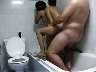 chico con 2 putas tailandeses en la ducha hecho en casa