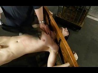 bdsm bondage gay boy es cosquillas y torturado