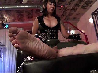 caliente asiática ama electro tortura y caras