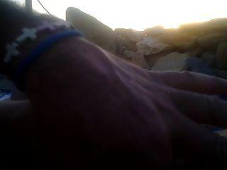 un handjob para mí en la playa en la puesta de sol