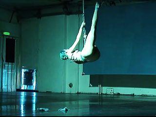 bailarina shibari auto-esclavitud y suspensión