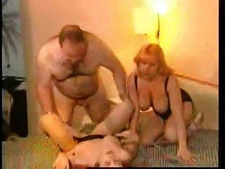 papá grande con 2 mujeres