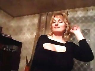 bailando milf con tetas enormes