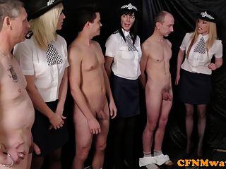 femdom femenino agentes de policía humillar