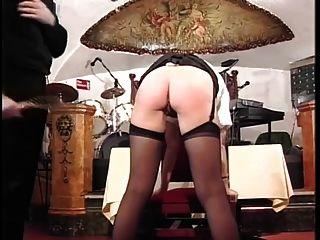 policía británica mujer azotada