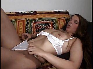 studed niña grandes tetas tiene remojo coño mojado de masturbarse