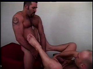 dos chicos calientes se follan unos a otros muy duro