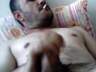 masturbándose turco oso turco mehmet fuma y saca