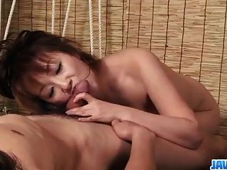 juego de dominación áspera a lo largo de miki japonés cachonda