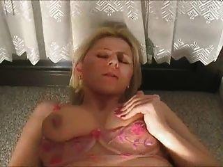 piercing hottie obtiene cum en su culo