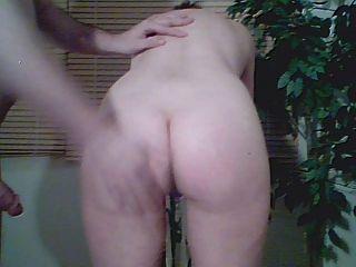 chica tiene su culo spaked para la cámara 1