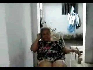 latina sin abuela desnuda