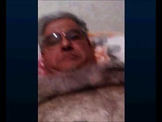 abuelo argentino masturbándose