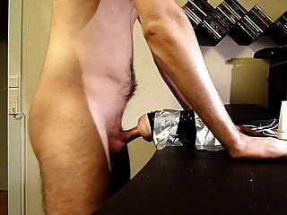 chico usando Fleshlight y masturbándose. gran corrida (con sonido)
