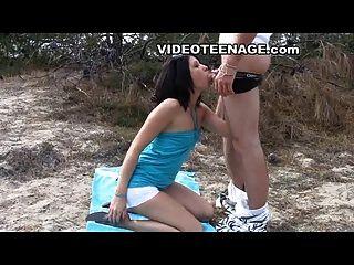 sexo adolescente en la playa