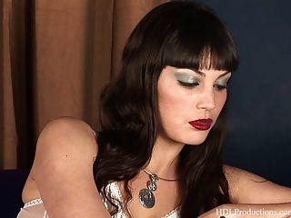 angelina dee fumando fetiche en dragginladies