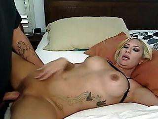 sexy rubia mamada y follando a su novio