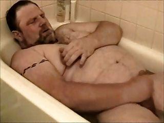 el oso late en la bañera