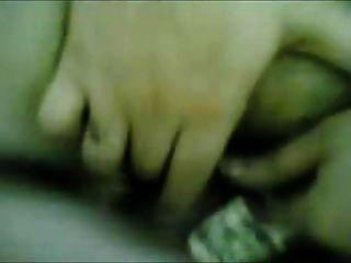 mujer árabe con gran cuerpo follada en el suelo