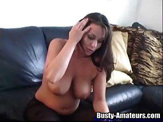 sexy leslie usando juguete en su coño
