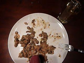 cum en la comida cum cum comida