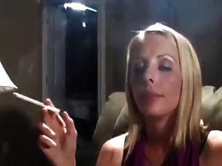 hot blonde milf 120s fumar