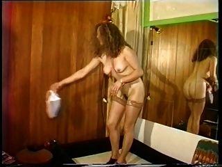 tiras de señora sexy para espectáculo privado y folla a los hombres córneos