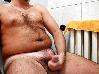 masturbar mi polla dura en el baño con mega cumshot