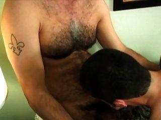 muy caliente peludo papá disparar semen en la boca