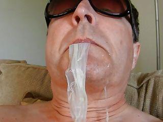 condón comiendo