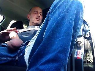 fumar y sacudir en el coche