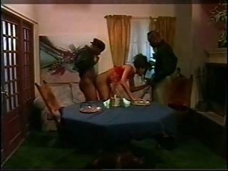 yasmine pendavis dp two pac (1996) escena 1