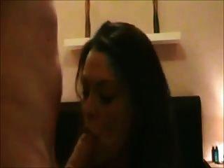 esposa se masturba luego se folla