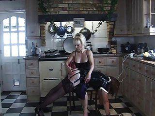 vuelta de angelica de goma chapoteada en la cocina por madame c