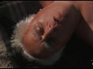 el lado soleado de la vida ... y el pensionista cum en la boca!
