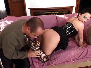 chica en el coño de la red licked y da trabajo de pie