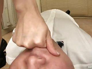 nozomi mashiro toma las cosas en la mano como jefe de una vieja gu