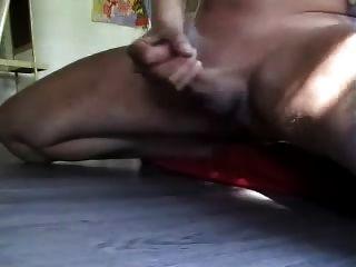 chico sacudidas y tiro buena carga de cum