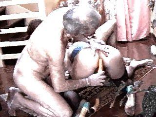 le fond du grenier: des morsures pour les femmes mures
