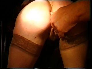 dos chicos sacan sexy dama para un reto de la noche