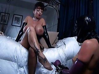 2 busty mistress use esclavo lesbiana