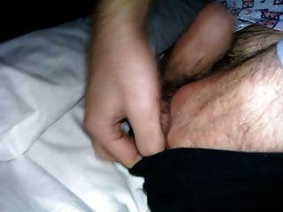 tocando la polla de mi papá en la cama