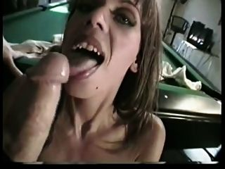 british milf nici stirling se folla en una mesa de billar