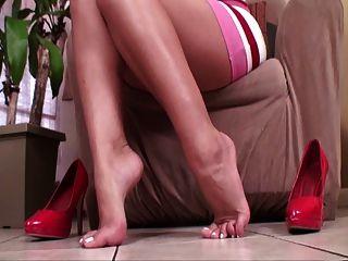 besarme los pies los pies y los talones