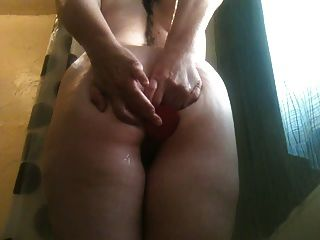 mujer traviesa consolador anal jugar en la ducha