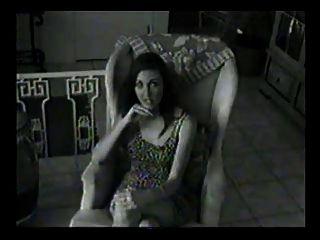 chica caliente con dos pernos prisioneros jóvenes calientes