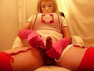 crossdresser plasticface cums en guantes de color rosa